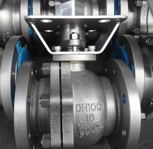 API 2 PC WCB Flanged Ball Valve
